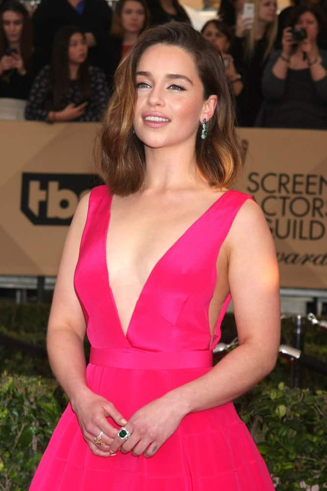 Emilia Clarke with her medium length hairstyle at the 22nd Annual Screen Actors Guild Awards 2016. She is looking very sophisticated and dazzling in her low-cut pink dress and free-flowing hairstyle.