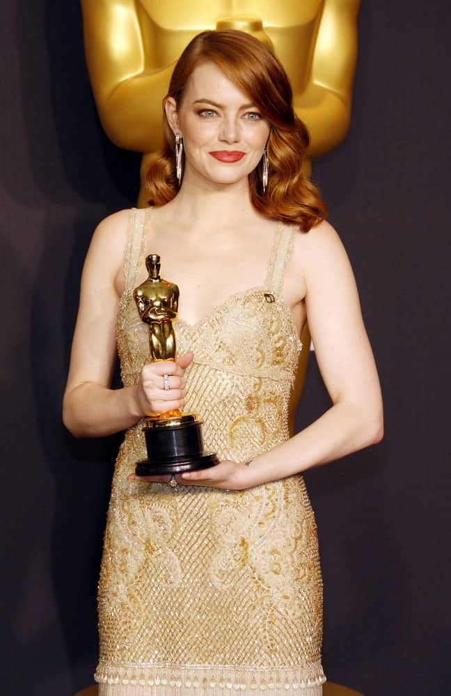 Emma Stone was practically brimming with pride as she holds her trophy at the 89th Annual Academy Awards at the Hollywood and Highland Center in Hollywood on February 26, 2017. She wore an elegant vintage dress with her red side-swept waves.Emma Stone was practically brimming with pride as she holds her trophy at the 89th Annual Academy Awards at the Hollywood and Highland Center in Hollywood on February 26, 2017. She wore an elegant vintage dress with her red side-swept waves.