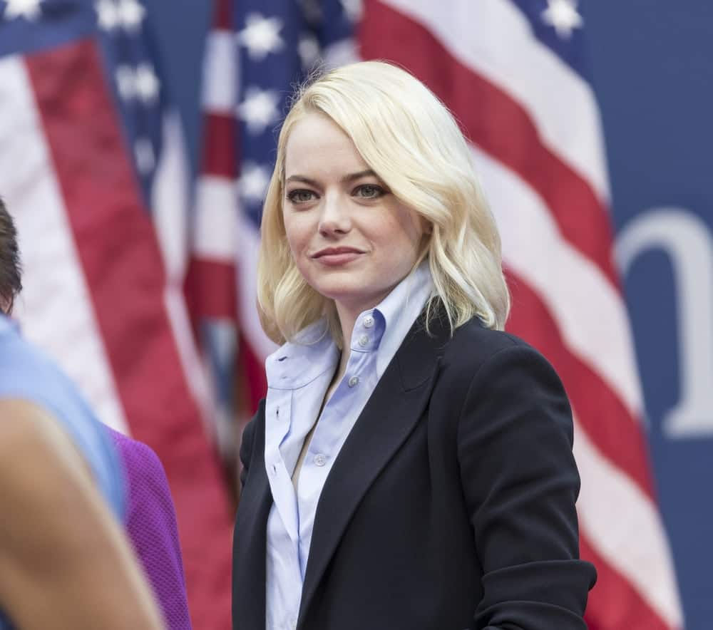 On September 9, 2017, Emma Stone attended the women final at US Open tennis tournament at the Billie Jean King National Tennis Center. She wore a relaxed smart casual outfit that complements her loose and tousled shoulder-length blond hairstyle.