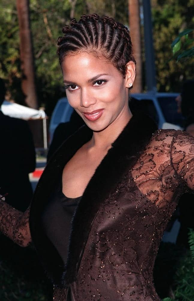 On March 10, 1998, Actress Halle Berry attended the Blockbuster Entertainment Awards in Hollywood where she wore a fashionable black outfit to pair with her cool cornrows hairstyle.