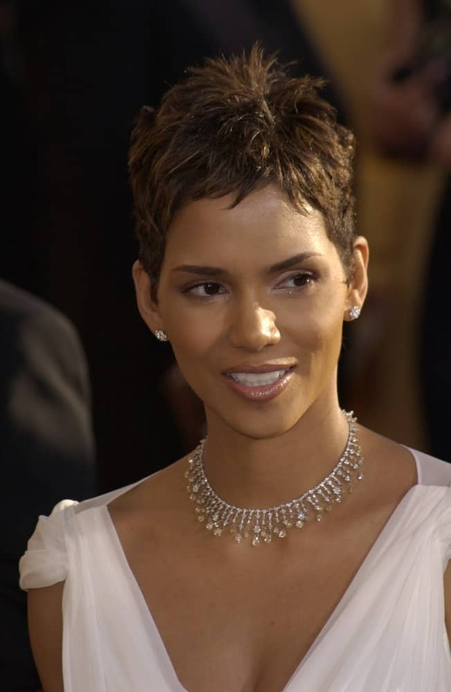 On March 10, 2002, Actress Halle Berry wore an elegant white dress with her lovely necklace and tousled pixie hairstyle at the 8th Annual Screen Actors Guild Awards in Los Angeles.