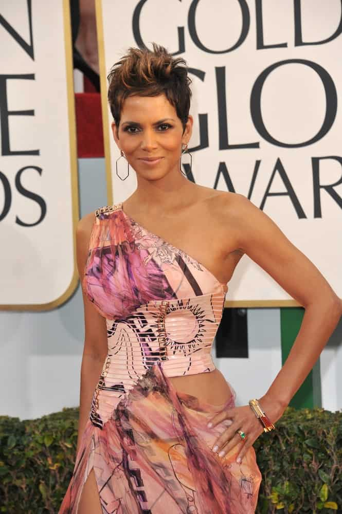 On January 13, 2013, Halle Berry paired her sexy artistic print dress with a cool highlighted spiked pixie hairstyle at the 70th Golden Globe Awards at the Beverly Hilton Hotel.