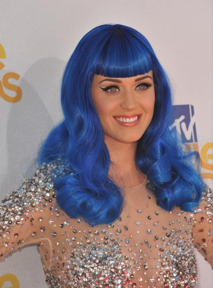 The singer made an appearance at the 2010 MTV Movie Awards held at the Gibson Amphitheatre on June 06, 2010 rocking her blue curly hair with blunt bangs.
