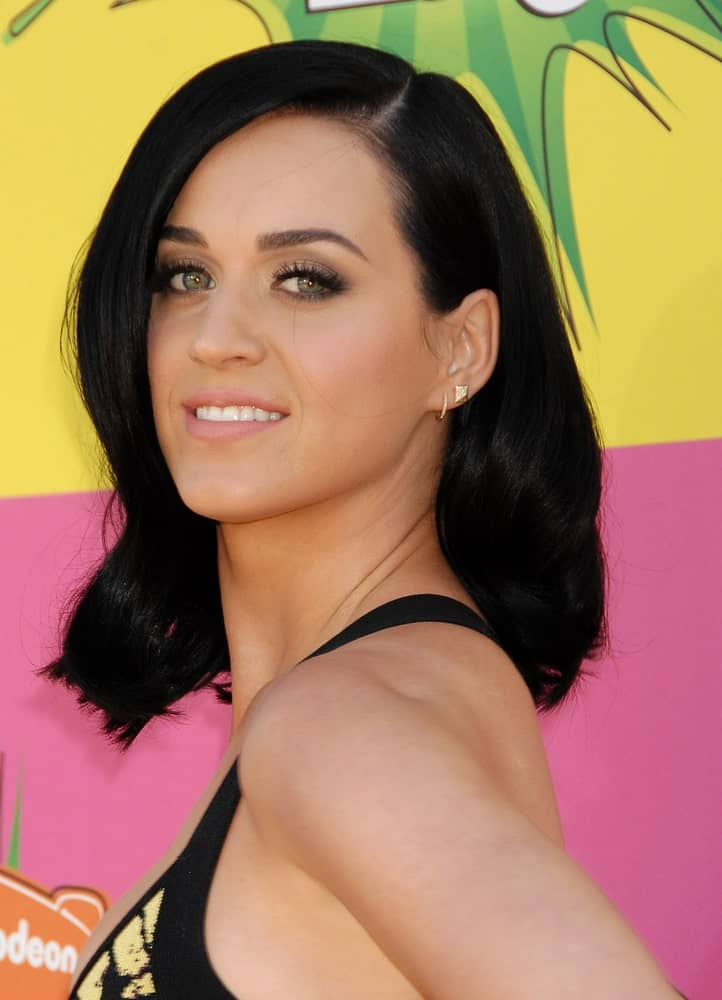 Katy Perry kept it casual with her mid-length black hair that's curled at the ends during the Nickelodeons 2013 Kids Choice Awards on March 23, 2013 in Los Angeles, CA.