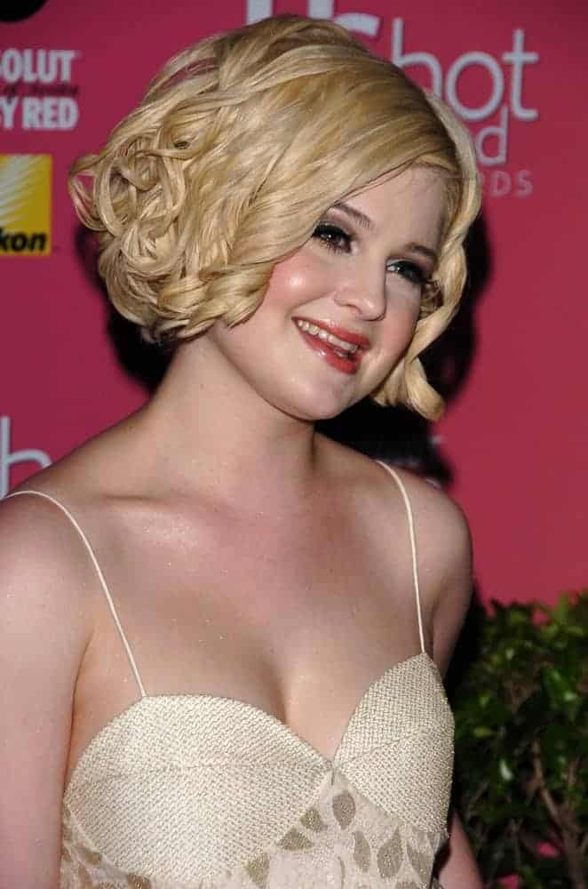 Kelly Osbourne's transformation has finally reached its boiling point, as she was seen in a girly outfit and blond hair with curls. Very different from the style she used to wear during her younger days. Photo taken on April 26, 2006.