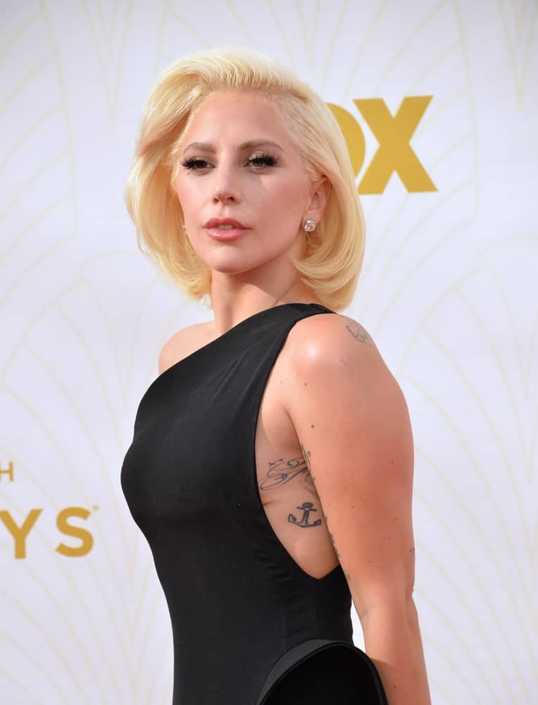 On September 20, 2015, Lady Gaga attended the 67th Primetime Emmy Awards at the Microsoft Theatre LA Live. She was lovely in her black dress and side-swept shoulder-length blond hair with layers and inward curl.