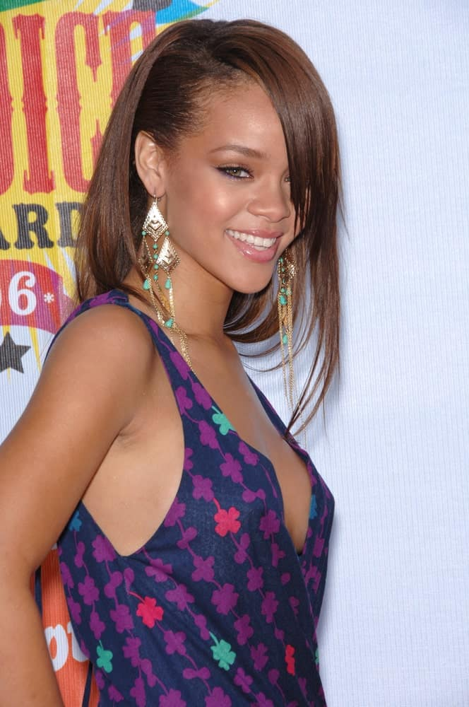Singer Rihanna was at the 2006 Nickelodeon Kids Choice Awards at UCLA, Los Angeles on April 1, 2006. She was lovely in her simple and colorful floral dress to pair with her pinned side-swept hairstyle with long bangs over one eye.