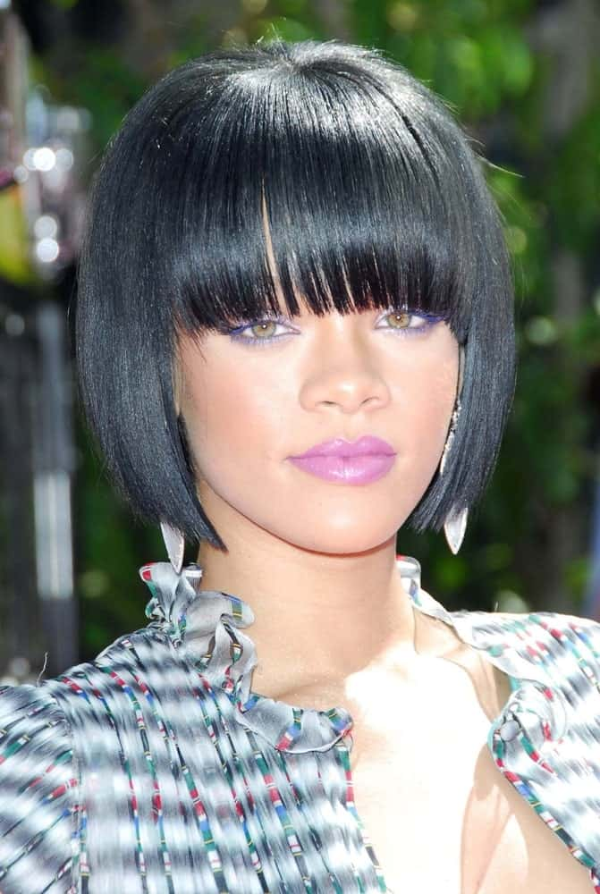 On June 3, 2007, Rihanna went for a Cleopatra look with her short and straight raven hairstyle with blunt bangs at the 2007 MTV Movie Awards held at the Gibson Amphitheatre in Universal City, CA.