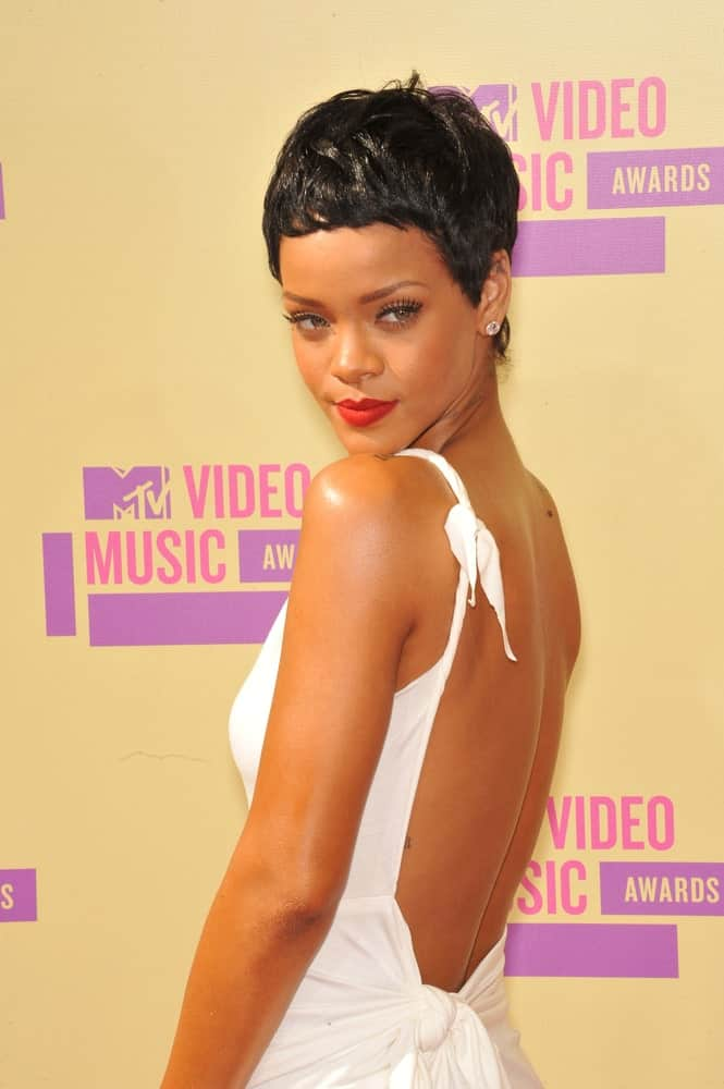 On September 6, 2012, Rihanna wore a charming white dress with her raven side-swept pixie hairstyle at the 2012 MTV Video Music Awards at Staples Center, Los Angeles.