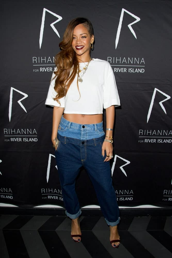 Rhianna was at the exclusive after party of the launch of the Rihanna for River Island collection at DSTRKT, London on March 4, 2013. She was charming with her casual outfit and side-swept wavy hairstyle with a shaved side.