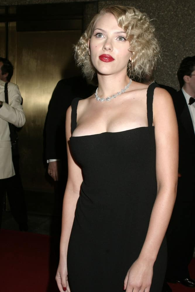 Scarlett Johansson's simple yet sexy black dress was paired with her bold red lips and side-swept short curly hairstyle at the 58th annual Tony Awards on June 6, 2004, at Radio City Music Hall in New York City.