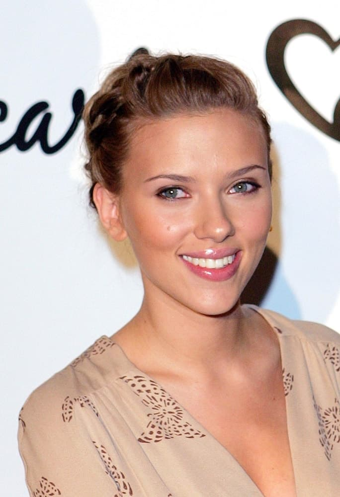 Scarlett Johansson attended the Reebok Announcement X Change in New York, NY on July 25, 2006. She wore a casual and relaxed blouse to pair with her upstyle incorporated with braids.