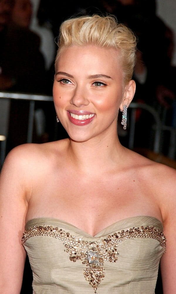 Scarlett Johansson wore a sexy strapless dress with her brushed-up bun hairstyle with a slight pompadour look at The Poiret King of Fashion Metropolitan Museum of Art Costume Institute Annual Gala, The Metropolitan Museum of Art in New York on May 07, 2007.