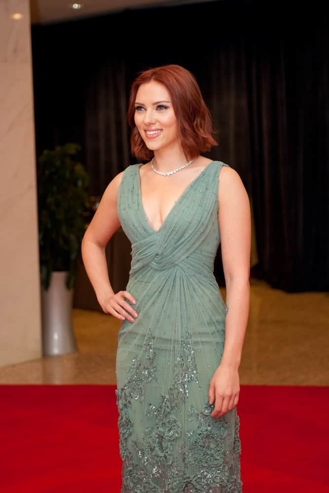 Scarlett Johansson had a dark red tousled bob hairstyle that she paired with a lovely green dress at the White House Correspondents Dinner on April 30, 2011, in Washington, D.C.