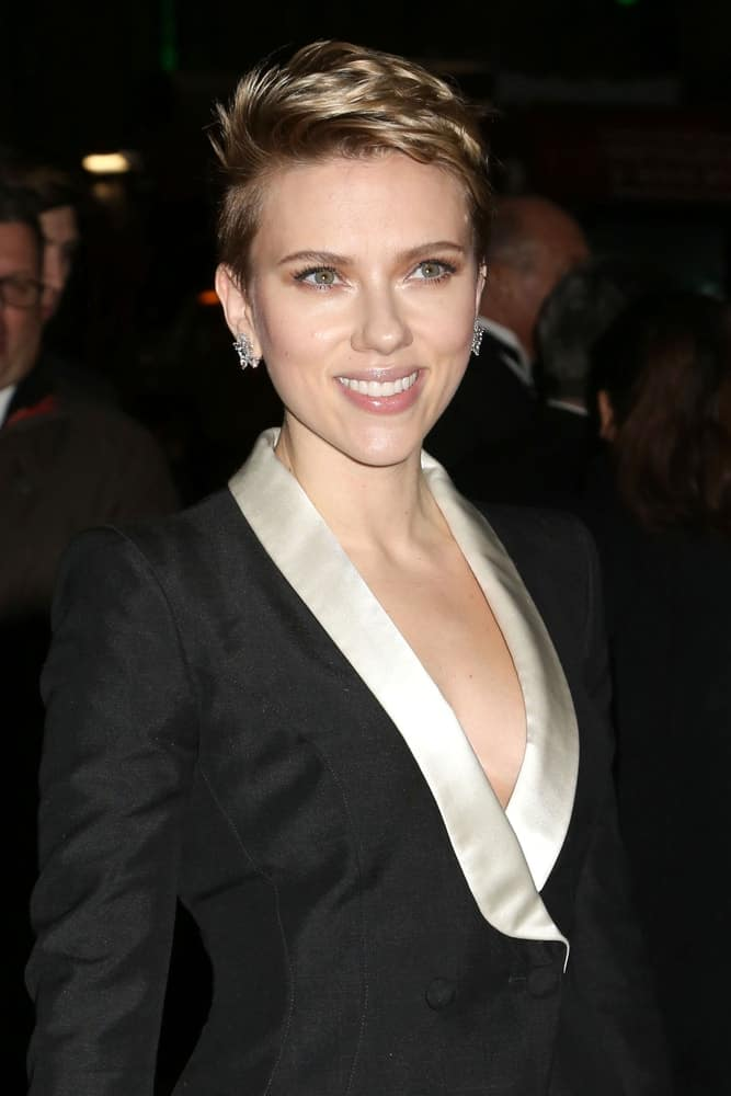 Scarlett Johansson had an undercut pixie hairstyle with a side-swept tousled look when she attended the amfAR Gala at Cipriani Wall Street on February 8, 2017, in New York.