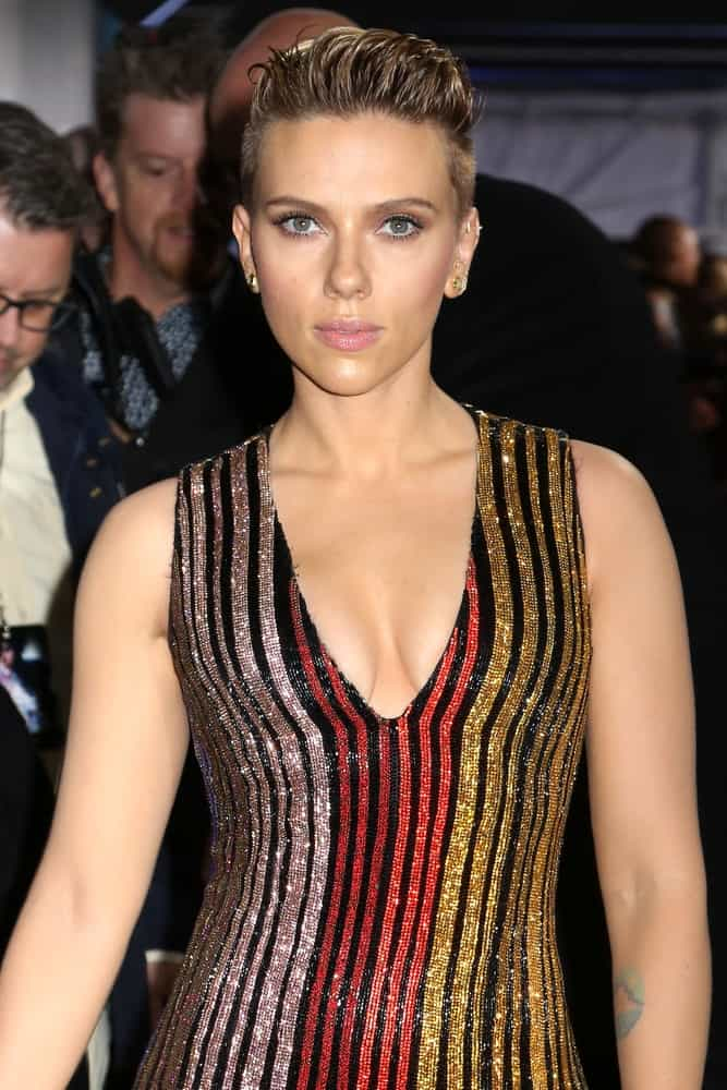 "Scarlett Johansson wore a stunning colorful shiny dress that complements her figure and brushed-up pixie hairstyle that makes you adore her eyes at the premiere of ""Ghost In The Shell"" on March 29, 2017, in New York City."