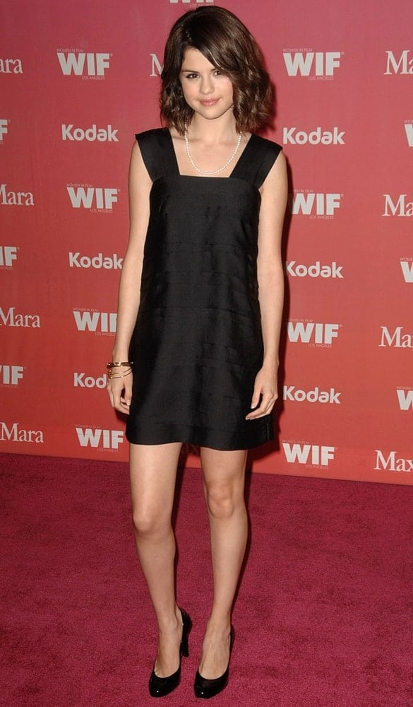 Selena Gome kept it simple and classy in her H&M dress and short curly bob hairstyle at the Women in Film Los Angeles 2009 Crystal and Lucy Awards, Hyatt Century Plaza in Century City, Los Angeles on June 12, 2009.