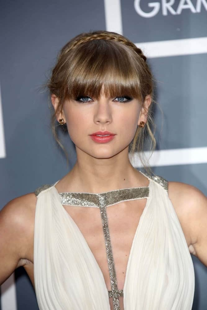 The singer-songwriter looked like a goddess in this messy updo combined with a thin halo braid and bangs. This look was worn at the 2013 Grammy Awards held on February 10th.