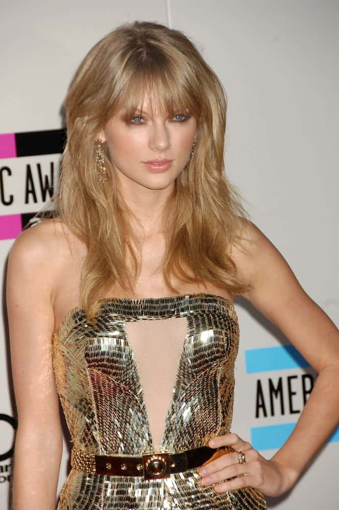 On November 24, 2013, the singer attended the 2013 American Music Awards Arrivals in Los Angeles, CA showing off her voluminous loose tresses with wispy bangs.