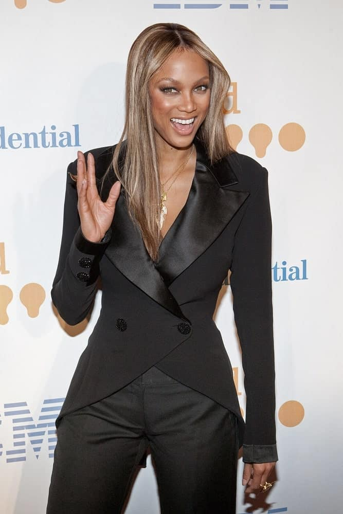 Tyra Banks wore a fashionable Georges Chakra tuxedo at the 20th Annual GLAAD Media Awards, Marriott Marquis in New York on March 28, 2009. She paired this with a metallic-toned center-parted straight hair and a bright smile.