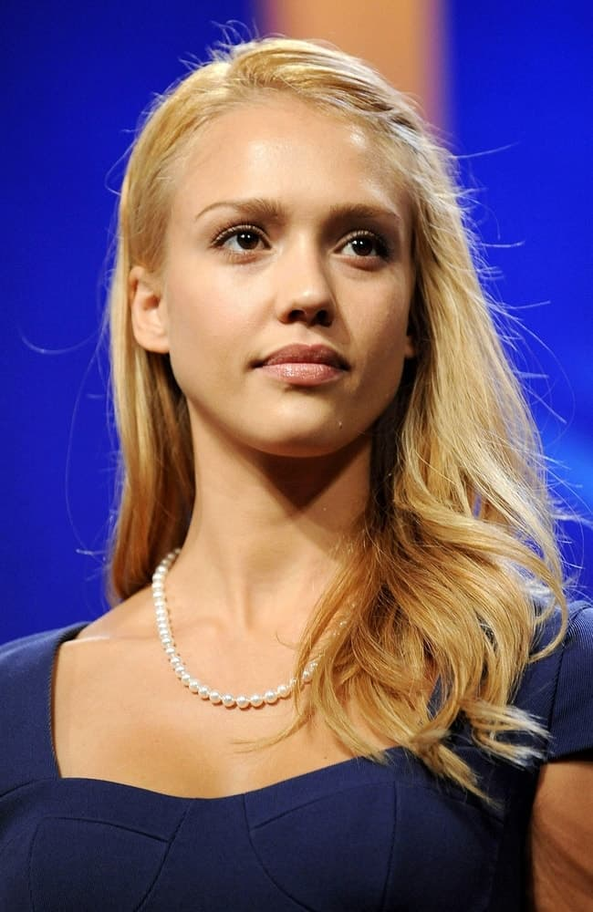 Jessica Alba dyed her hair into a sandy blond tone and styled it into a side-swept tousled and loose hairstyle at a public appearance for Clinton Global Initiative in Sheraton New York Hotel and Towers, New York, NY on September 24, 2009.