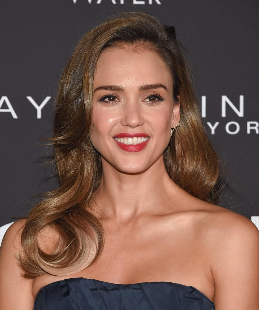 Jessica Alba paired her stunning strapless blue dress with a long and side-swept highlighted wavy hairstyle with layers when she arrived at the 2019 InStyle Awards on October 21, 2019, in Los Angeles, CA.