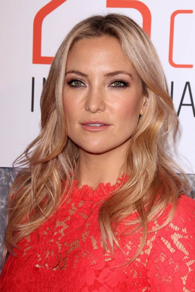 Kate Hudson flaunted her gorgeous wavy layered sandy blond hairstyle together with her red embroidered dress at the 25th Courage In Journalism Awards at the Beverly Hilton Hotel on October 28, 2014, in Beverly Hills, CA.