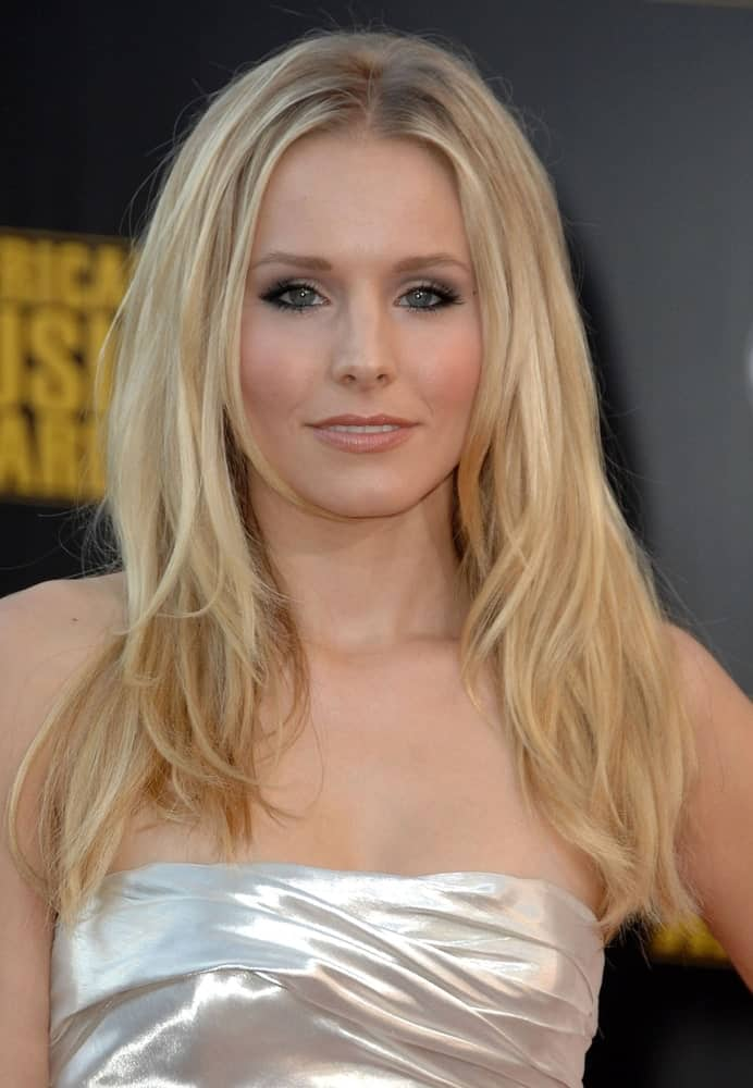 Kristen Bell rocked a voluminous layered hairstyle along with smokey eyes at the 2009 American Music Awards, AMA's, held on November 22, 2009, at Nokia Theatre LA LIVE, Los Angeles, CA.