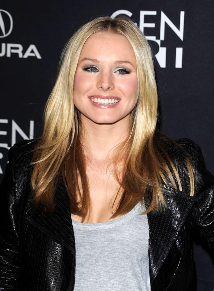 Kristen Bell topped her gray shirt with a black leather jacket at Gen Art Hosts a Special Screening of FANBOYS last February 3, 2009. She complemented it with a balayage loose hairstyle that's center-parted.