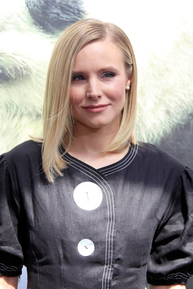 "Kristen Bell sported a simple straight hairstyle with a side part during the World Premiere Of ""Pandas"" at the TCL Chinese Theater IMAX on February 17, 2018."