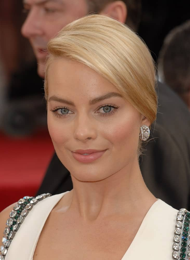Margot Robbie looked sophisticated in a neat side-parted updo during the 2014 Golden Globe Awards on January 12, 2014, in Beverly Hills, CA.