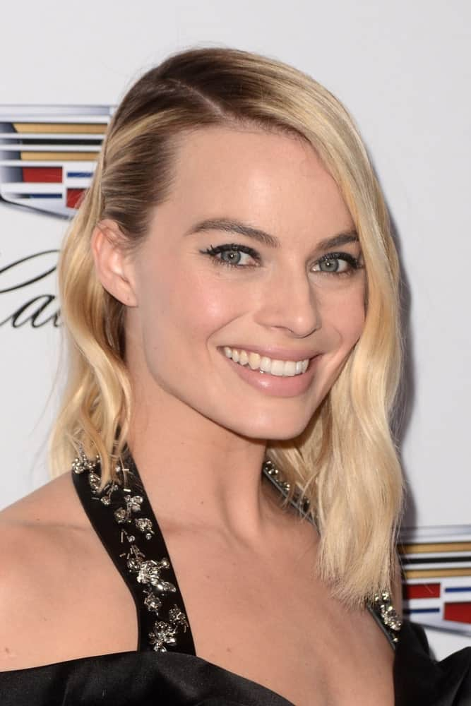 Margot Robbie with her short loose hair pinned to one side at the Producers Guild Awards 2018 held at the Beverly Hilton Hotel on January 20, 2018.