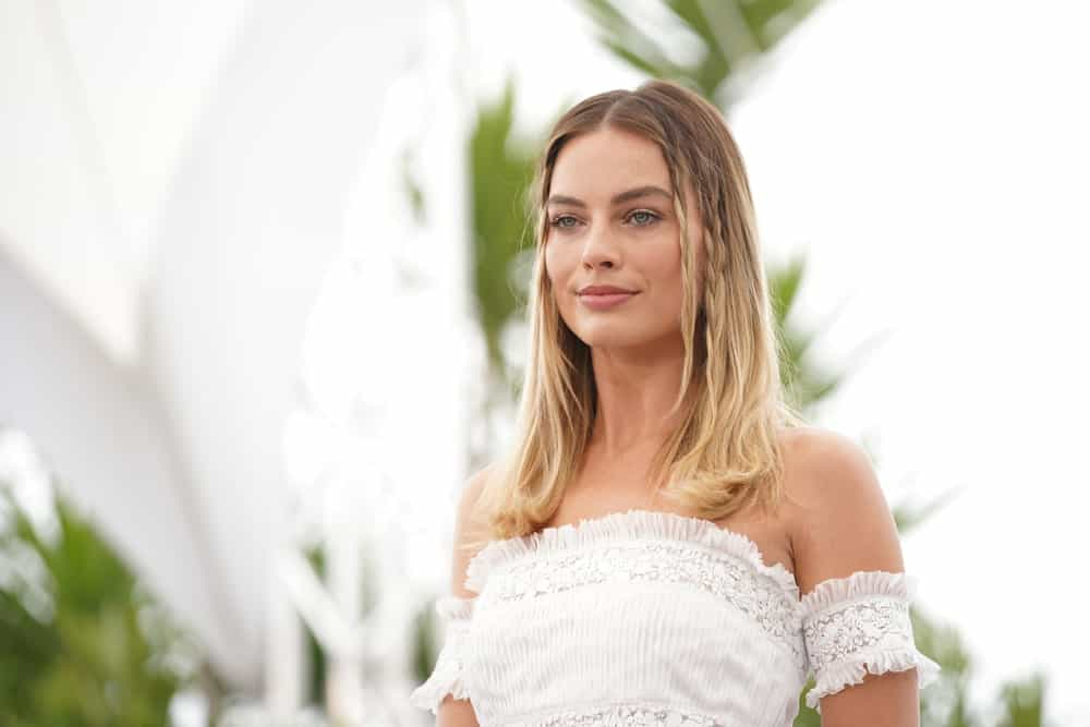 """Margot Robbie incorporates her loose center-parted locks with side braids during the photocall for """"Once Upon A Time In Hollywood"""" last May 22, 2019."""