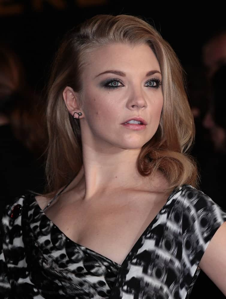 Natalie Dormer wore her blonde locks with deep side-parting and left it in loose shoulder-length with slight waves during the Hunger Games: Mockingjay – Part 2 – UK film premiere on November 5, 2015.