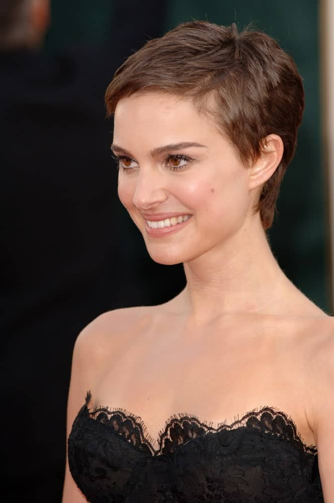 Natalie Portman was at the 63rd Annual Golden Globe Awards at the Beverly Hilton Hotel on January 16, 2006, in Beverly Hills, CA. Her stunning black strapless dress went perfectly well with her dark brown pixie hairstyle with short side-swept bangs.
