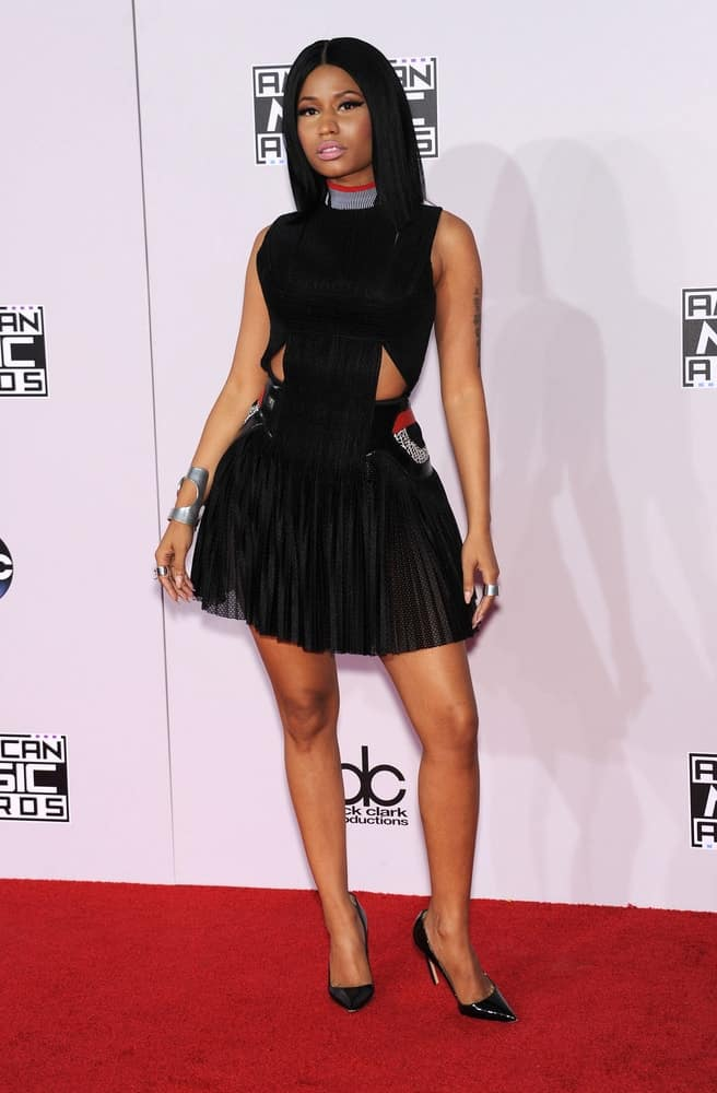 Nicki Minaj attended the 2014 American Music Awards on November 23, 2014, in Los Angeles, CA. She was quite lovely in her short black dress that went quite well with her straight and loose shoulder-length bob hairstyle.