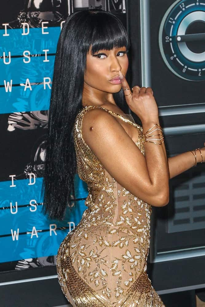 On August 30, 2015, Nicki Minaj paired her lovely vintage gold dress with a straight and loose raven hairstyle incorporated with blunt bangs when she attended the 2015 MTV Video Music Awards at Microsoft Theater.