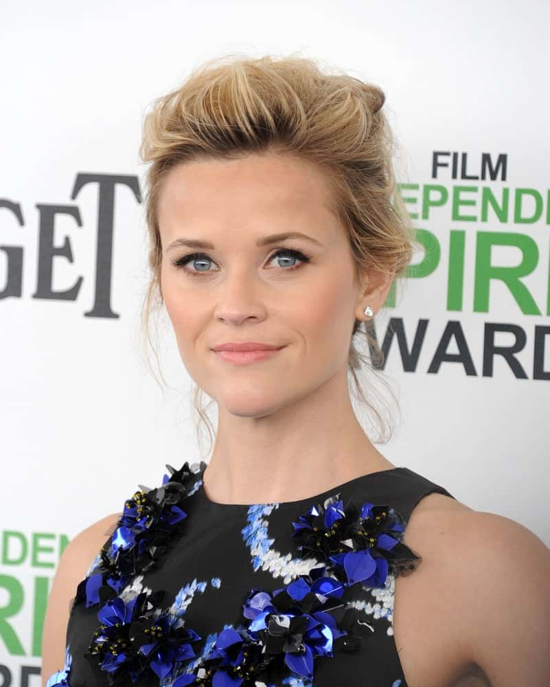 Reese Witherspoon's tousled and messy bun hairstyle was quite fashionable and paired well with her stylish black and blue floral outfit at the Film Independent Spirit Awards 2014 on March 01, 2014, in Santa Monica, CA.