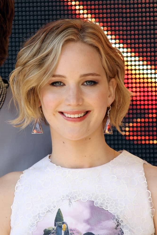 Jennifer Lawrence with short wavy hair.